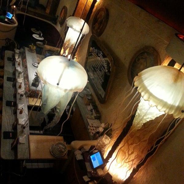รูปภาพถ่ายที่ Farallon โดย Marizza R. เมื่อ 10/5/2014