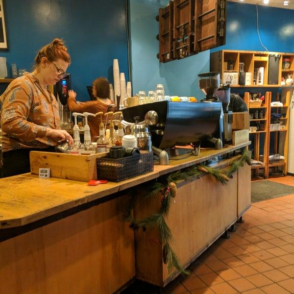 Foto tomada en Ipsento Coffee House por narni el 12/31/2018