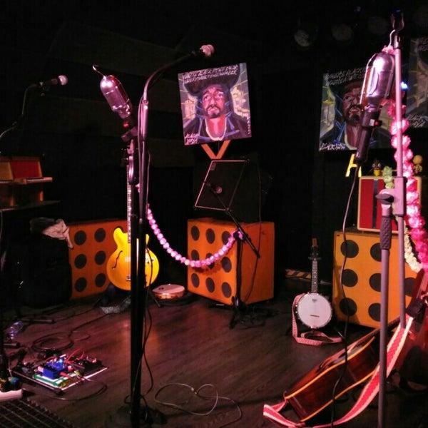 Foto tirada no(a) Costello Club por Ana Rojo B. em 12/8/2015