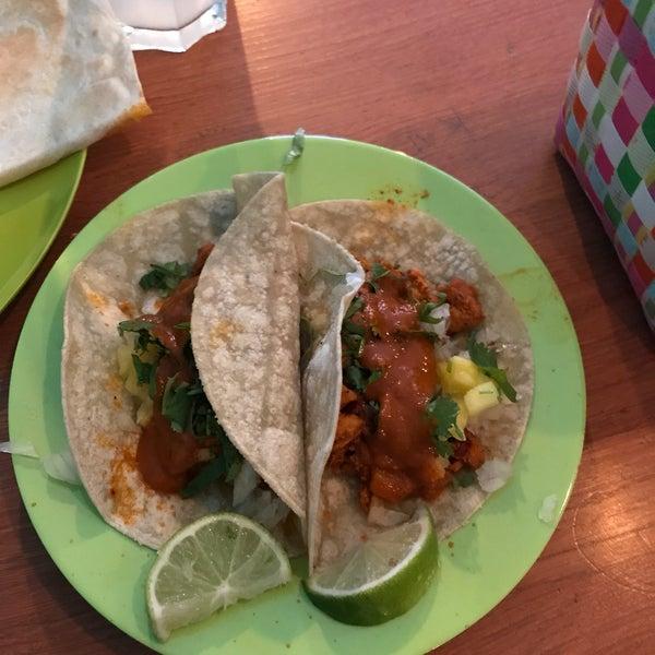 Zu Besuch aus Hamburg und ohne Frage die besten Tacos die ich in Deutschland gegessen habe ! Tacos al pastor mit habanero Sauce, dazu eine hausgemachte Limonade ! Ohne Zweifel 10/10 (großartig!!)