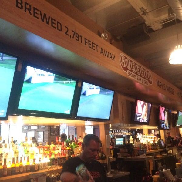 Foto tirada no(a) Huberts Sports Bar & Grill por Jessica C. em 7/15/2016