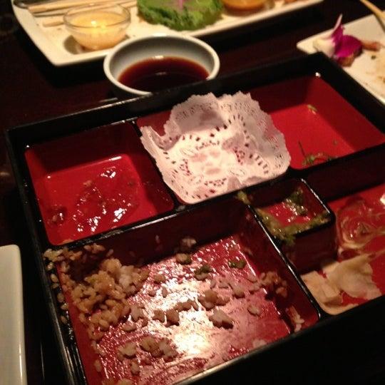 Das Foto wurde bei Mura Japanese Restaurant von Lindon H. am 10/26/2012 aufgenommen