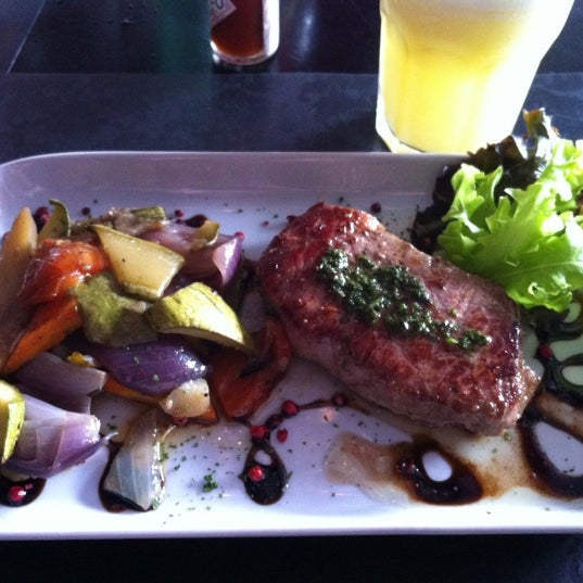 Foto tomada en Restaurante Almodovar por Dafne B. el 1/17/2013