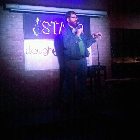รูปภาพถ่ายที่ The Stand Restaurant & Comedy Club โดย Andrew G. เมื่อ 11/8/2012