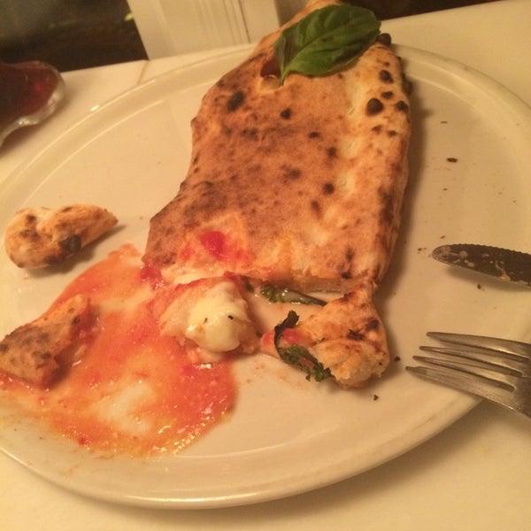 Foto scattata a Menomalé Pizza Napoletana da Mike F. il 11/17/2014