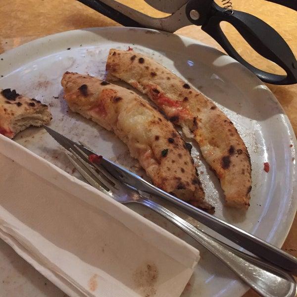 Foto scattata a Menomalé Pizza Napoletana da Mike F. il 11/6/2015