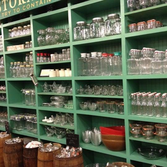 Das Foto wurde bei Fishs Eddy von Laura M. am 11/13/2012 aufgenommen