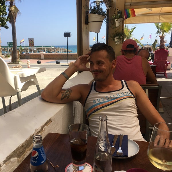 Foto diambil di El Gato Lounge oleh Boban D. pada 9/5/2018