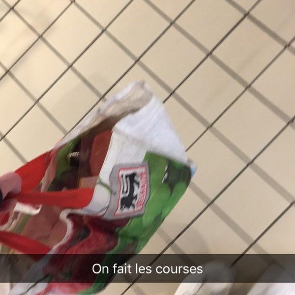 Снимок сделан в Carrefour hypermarché пользователем Louis V. 1/5/2017