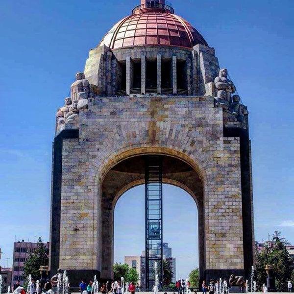Foto tomada en Monumento a la Revolución Mexicana por Sarahi J. el 2/18/2016