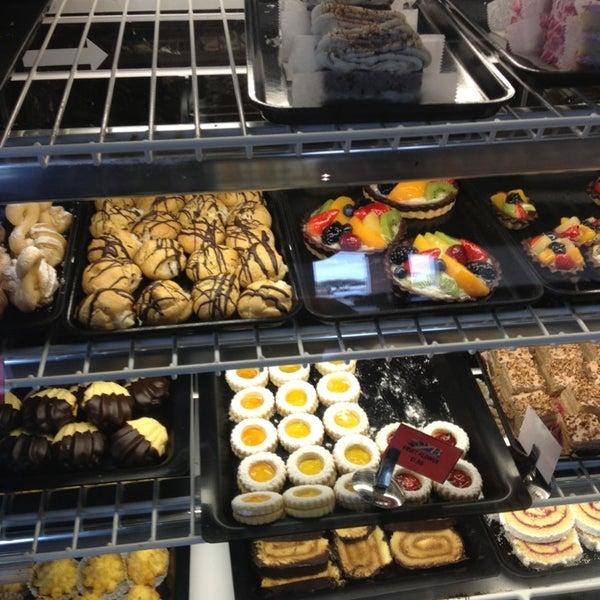 Foto scattata a Argentina Bakery da Armando V. il 3/24/2013
