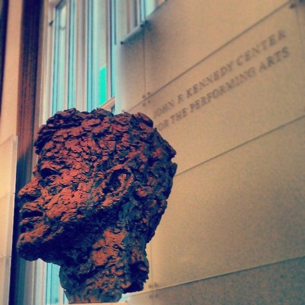 Снимок сделан в The John F. Kennedy Center for the Performing Arts пользователем Melissa P. 4/2/2013