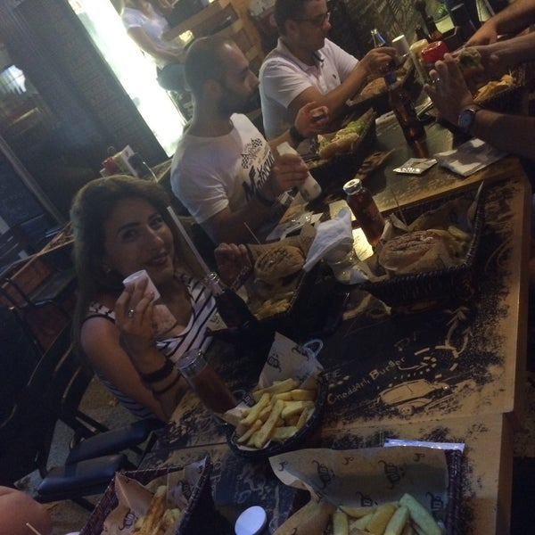 Photo prise au Daily Dana Burger & Steak par Merve G. le8/1/2015