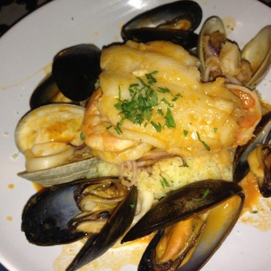 Photo prise au Nomad Restaurant par Prerna T. le2/17/2013