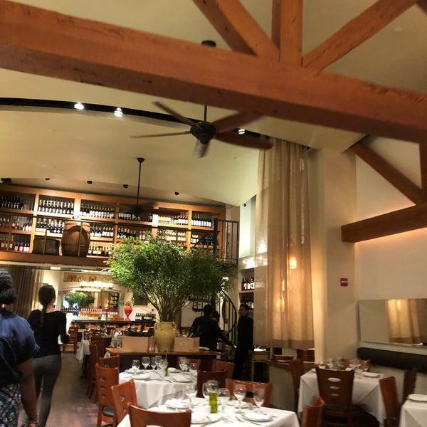 Foto scattata a Kellari Taverna NY da Connie T. il 7/30/2018