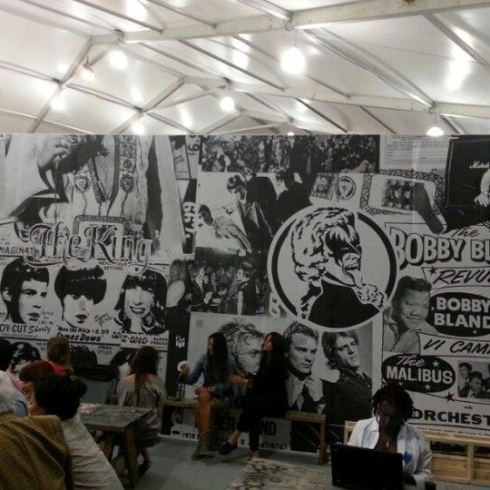 Foto scattata a UNTITLED. Art Fair da JamesBrownInMiami il 12/4/2012