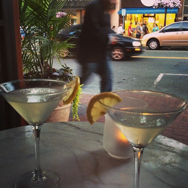 Photo prise au Honu Kitchen And Cocktails par Jane J. le6/21/2013
