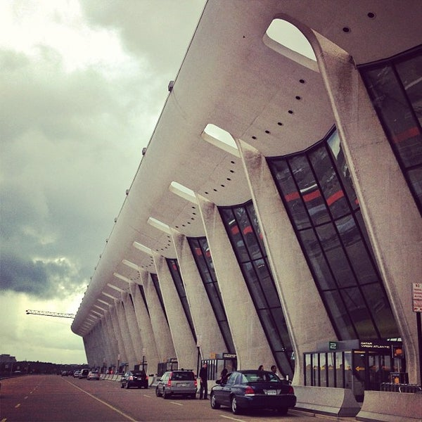 Foto diambil di Washington Dulles International Airport oleh David Y. pada 6/16/2013