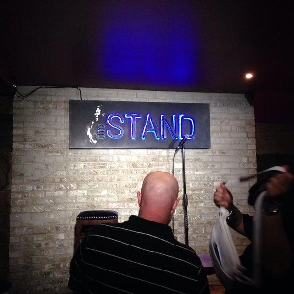 รูปภาพถ่ายที่ The Stand Restaurant & Comedy Club โดย Kyle G. เมื่อ 7/18/2014