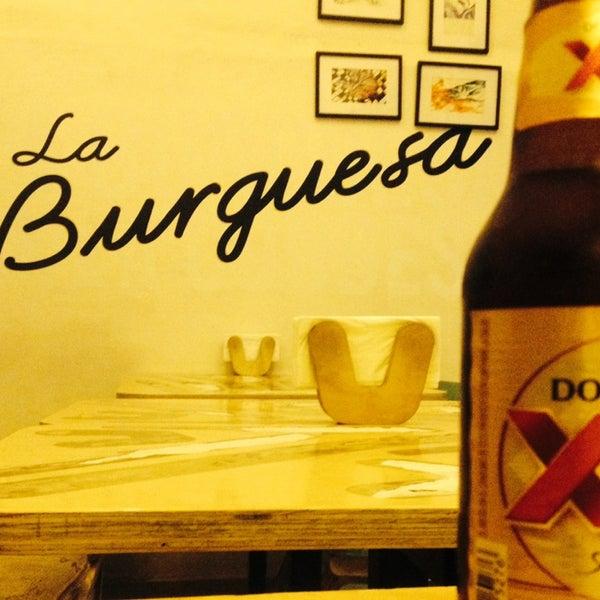 รูปภาพถ่ายที่ La Burguesa โดย Daniel L. เมื่อ 9/12/2013