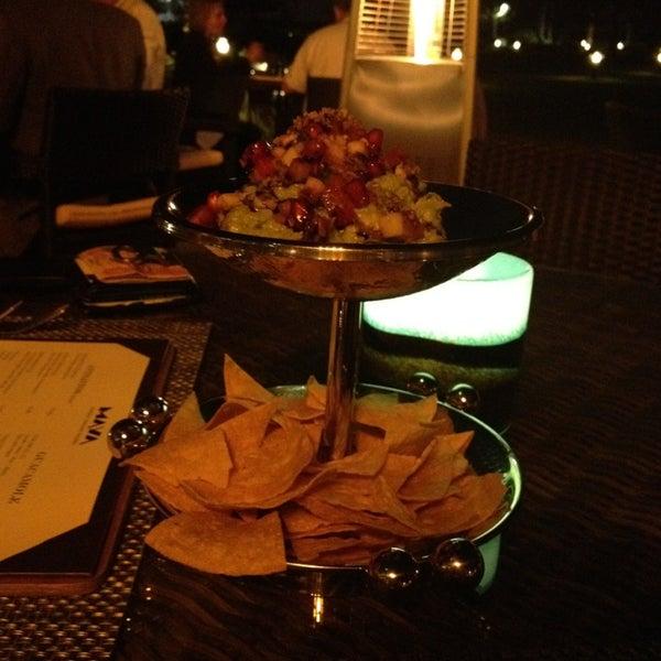 รูปภาพถ่ายที่ Maya Modern Mexican Kitchen + Lounge โดย Kafi J. เมื่อ 2/24/2013