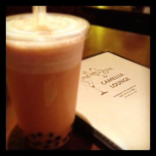 รูปภาพถ่ายที่ Tea Zone & Camellia Lounge โดย @maitran เมื่อ 10/1/2012