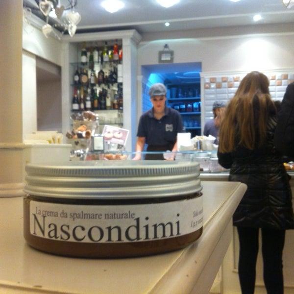 Das Foto wurde bei Antonella Dolci e Caffé von Gianni am 2/28/2014 aufgenommen