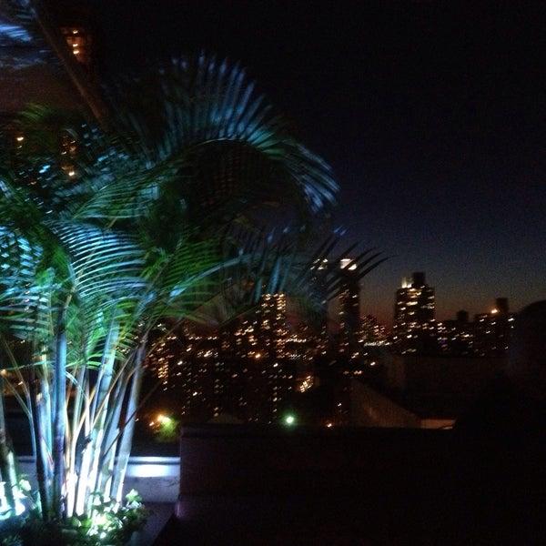 Foto tirada no(a) The Empire Hotel Rooftop por Ian W. em 5/15/2013