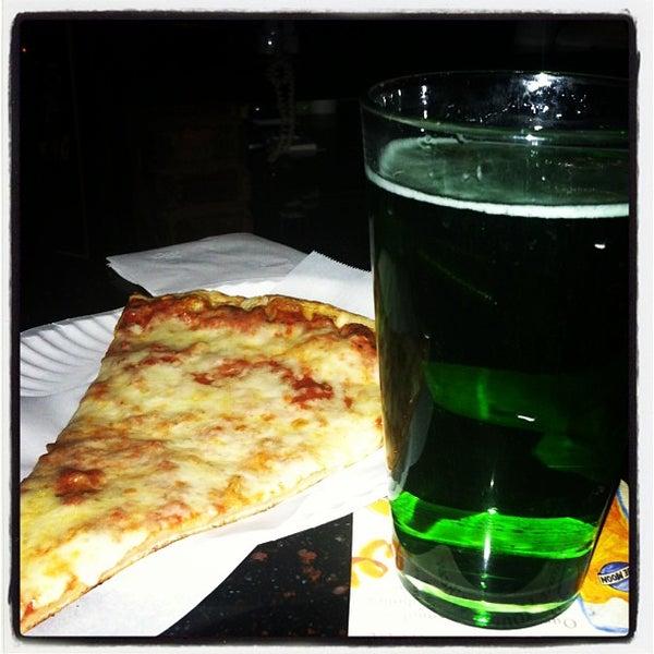 Foto scattata a The Pizza Pub da Dorian A. il 3/16/2013