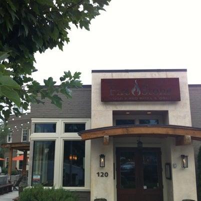 รูปภาพถ่ายที่ Fire Stone Wood Fired Pizza & Grill โดย Olivia M. เมื่อ 9/18/2012