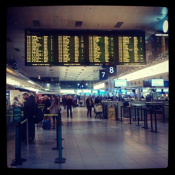 Снимок сделан в Дублинский аэропорт (DUB) пользователем carolina d. 12/27/2012