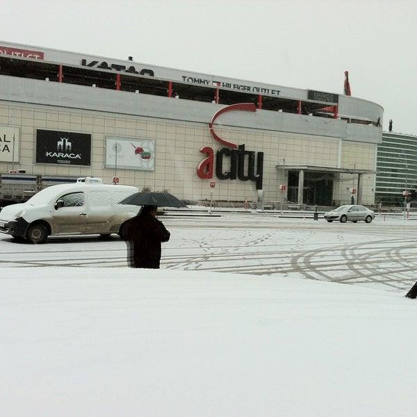 Das Foto wurde bei ACity Premium Outlet von Burak am 12/21/2012 aufgenommen