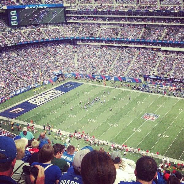 รูปภาพถ่ายที่ MetLife Stadium โดย Anushka เมื่อ 9/16/2012