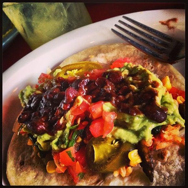 Foto scattata a Paco's Tacos & Tequila da {Social}Kat il 7/22/2013