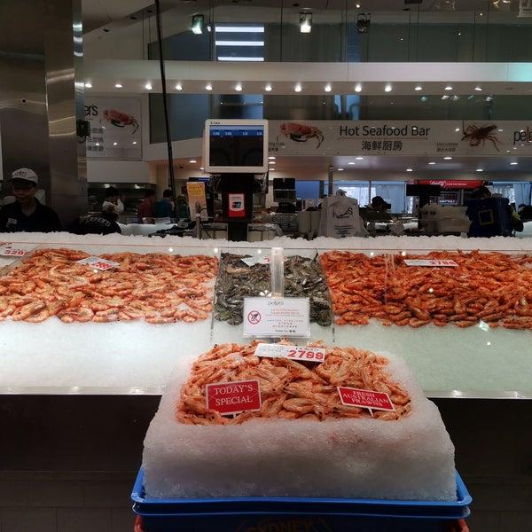 Foto scattata a Peter's Fish Market da Baldwin N. il 8/19/2019