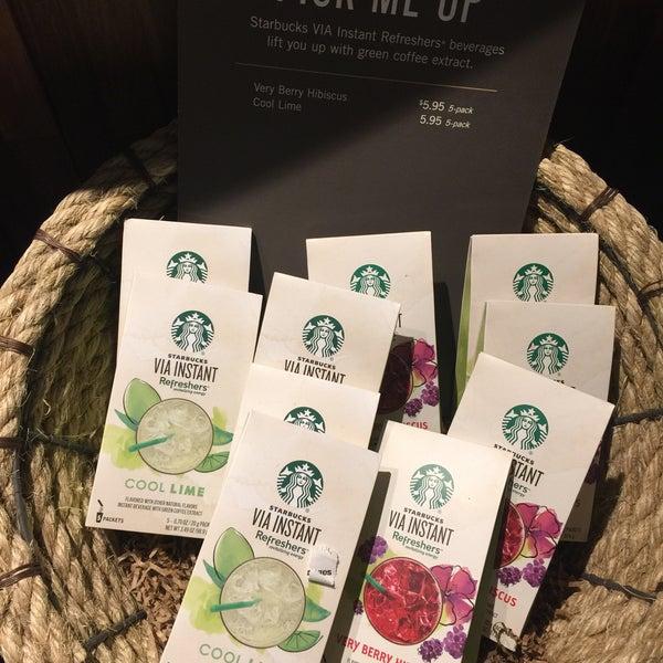Foto scattata a Starbucks da Kathie H. il 3/4/2018