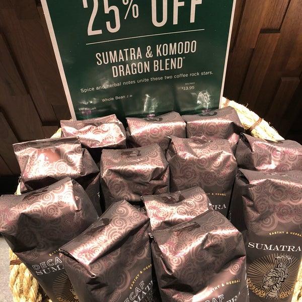Foto scattata a Starbucks da Kathie H. il 3/27/2018