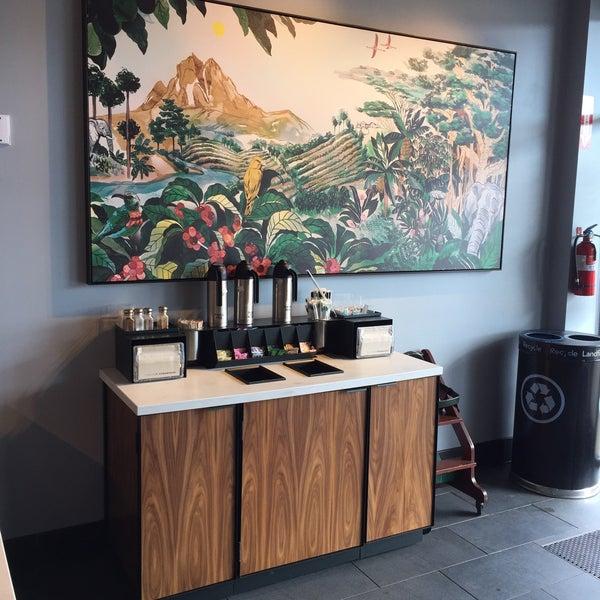 Foto scattata a Starbucks da Kathie H. il 3/2/2018