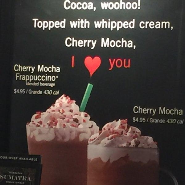 Foto scattata a Starbucks da Kathie H. il 2/10/2018
