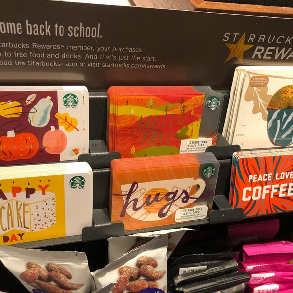 Foto scattata a Starbucks da Kathie H. il 9/24/2018