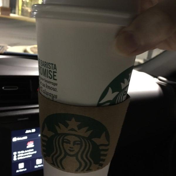 Foto scattata a Starbucks da Kathie H. il 1/31/2018