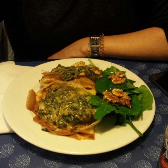 La jambalaja deliciosa y también merecen la pena los crepes rellenos de espinacas y alcachofas.