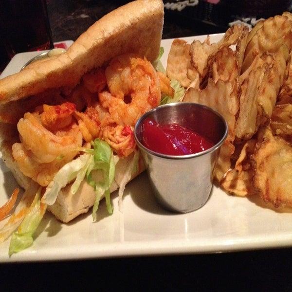 รูปภาพถ่ายที่ Brownstone Kitchen & Bar โดย Jesse H. เมื่อ 10/6/2012