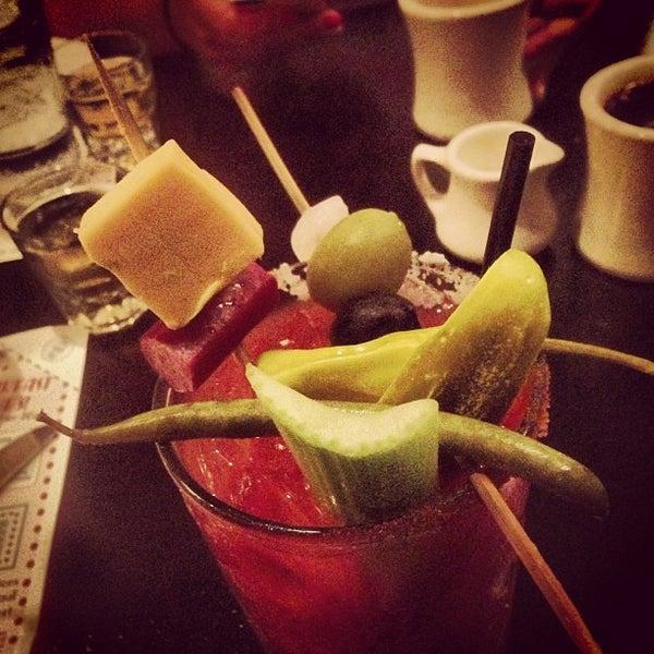 7/7/2013에 Kyle T.님이 Ike's Food & Cocktails에서 찍은 사진