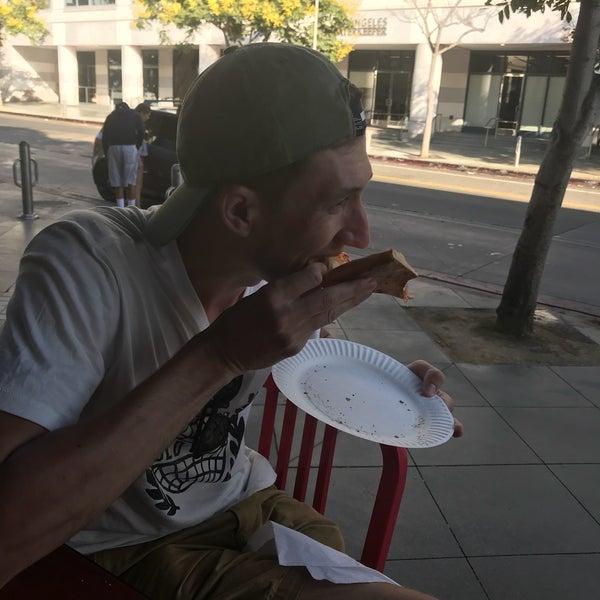 Foto scattata a Joe's Pizza da Annie K. il 9/10/2018