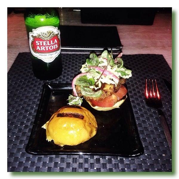 Foto tirada no(a) HaVen Gastro-Lounge por Mike P. em 3/18/2014