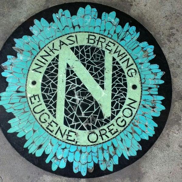 รูปภาพถ่ายที่ Ninkasi Brewing Tasting Room โดย Carolyn Y. เมื่อ 8/13/2018