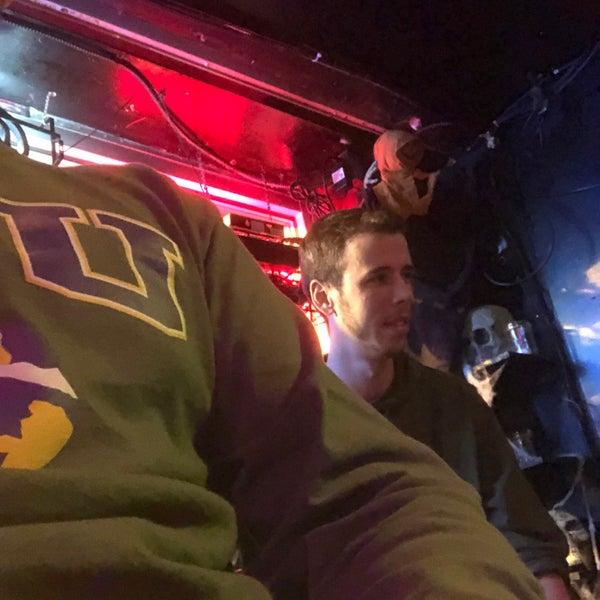 11/4/2018 tarihinde Eric J.ziyaretçi tarafından Raven Lounge'de çekilen fotoğraf