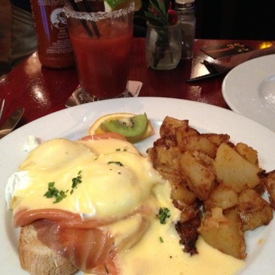 Foto scattata a Milk Bar & Bistro da Carlos G. il 12/9/2012