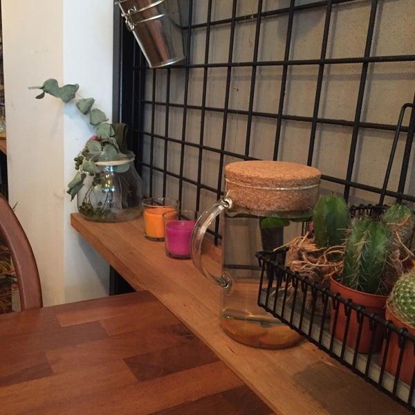 11/16/2015 tarihinde Sebnem B.ziyaretçi tarafından MEG Cafe'de çekilen fotoğraf